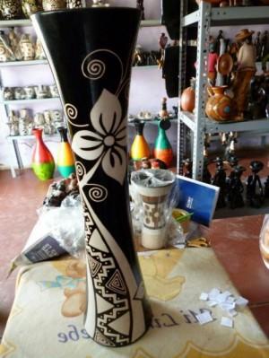 cerámica decorativa de chulucanas, keros, cantaros, botellas, floreros